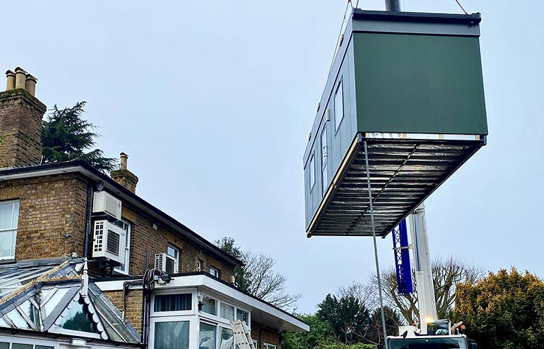 Blu Building Consultants Holly Lodge crane lift